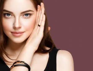 תמונה של דוגמנית על רקע מיוחד לאתר 131 בלוג טיפוח